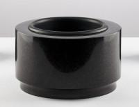Schwarze Grabschale aus Granit, 33 cm Durchmesser