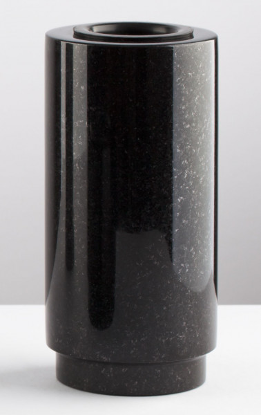 Schwarze Granitvase, 25 cm hoch